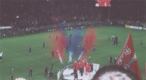medalje overrækkelse UEFA cup 2001